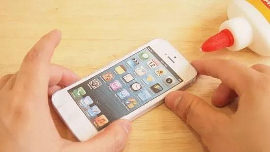 Assembling an iPhone